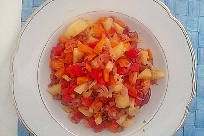 Gemüsepfanne mit Kartoffeln, Karotten, Lauch und Paprika 2