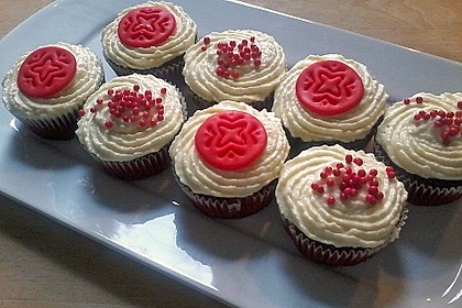 Red Velvet Cupcakes with Cream Cheese Frosting 9