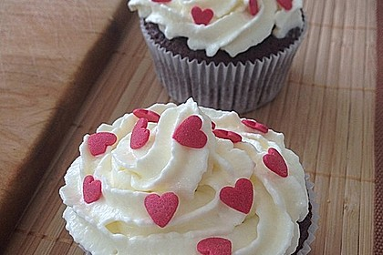 Red Velvet Cupcakes with Cream Cheese Frosting 7