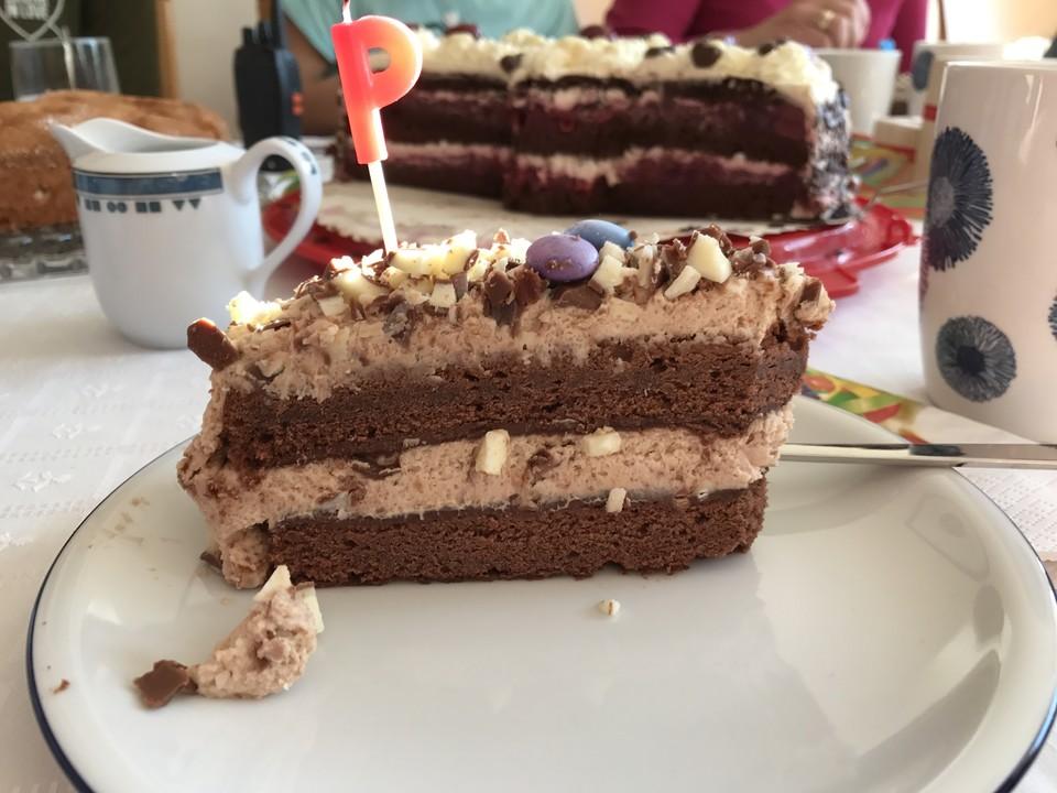 kinderschokolade torte rezept mit bild von perniyan. Black Bedroom Furniture Sets. Home Design Ideas