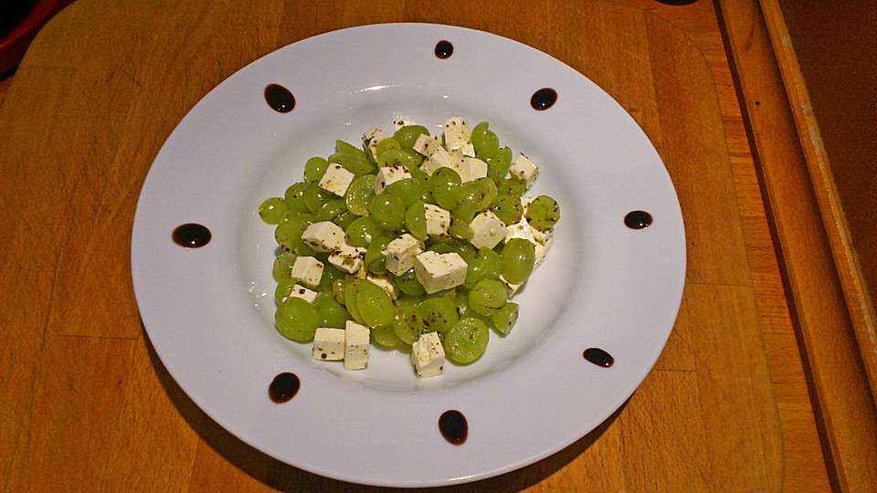 Sommersalat mit weintrauben