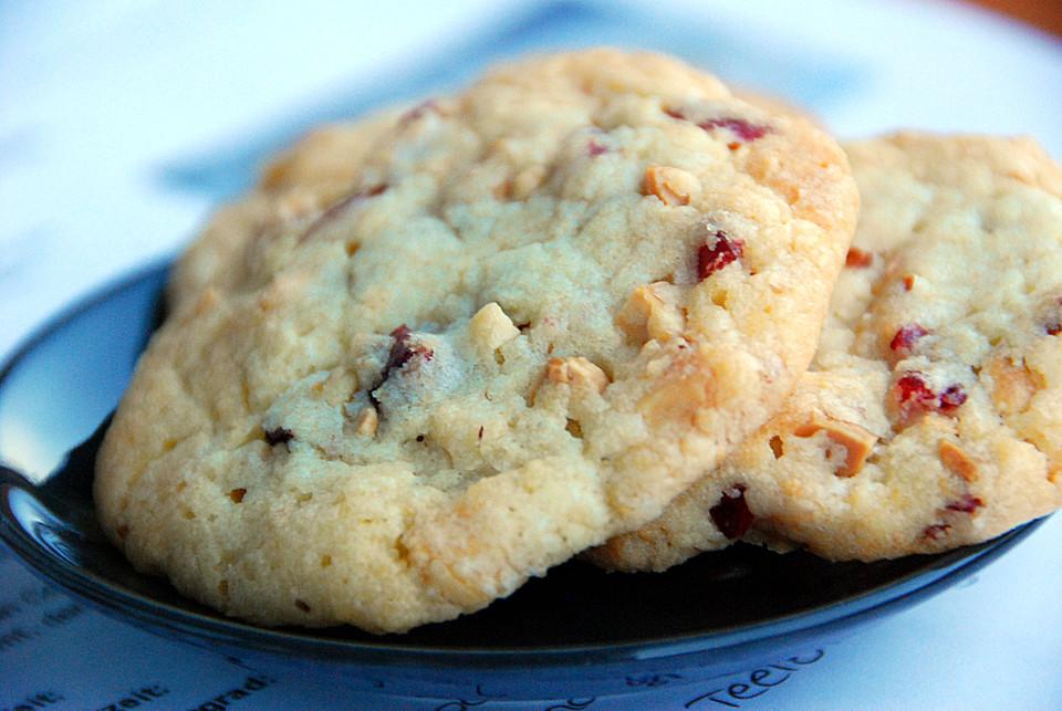 cranberry white chocolate cookies von bellaschlatz. Black Bedroom Furniture Sets. Home Design Ideas