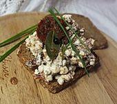 Brotaufstrich mit getrockneten Tomaten und Hüttenkäse