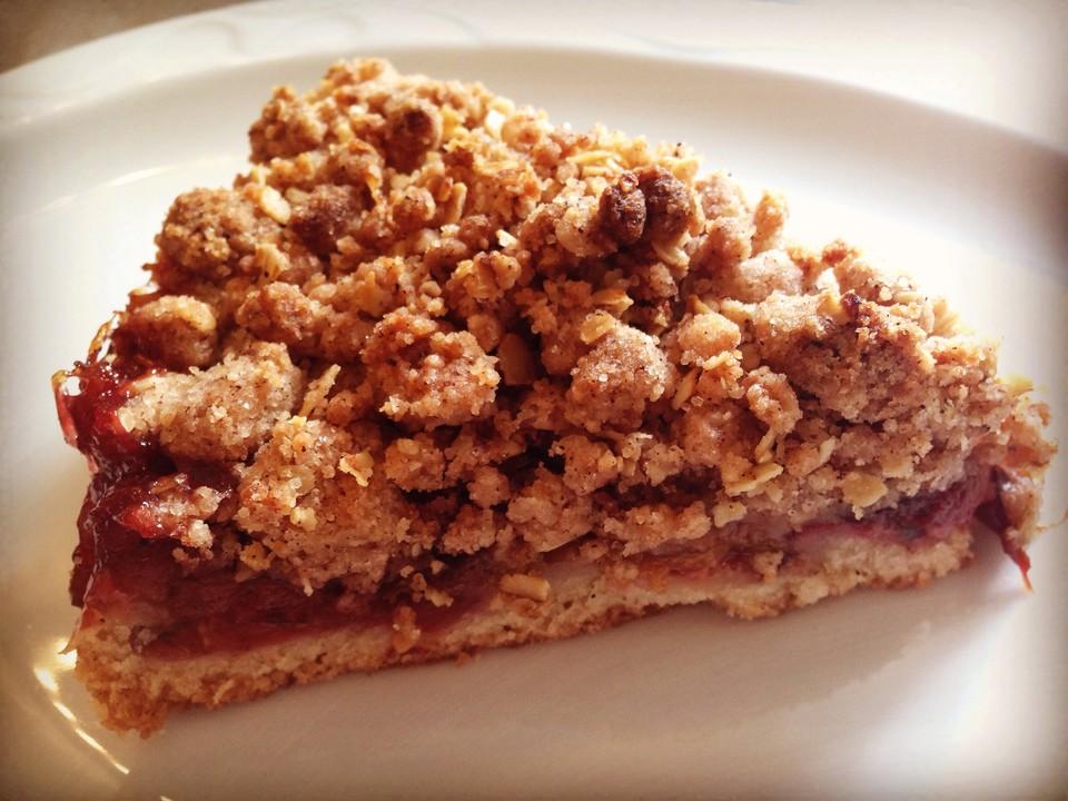 Veganer Zwetschgenkuchen mit Zimtstreuseln von livingbackwards ...