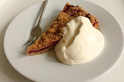 Veganer Zwetschgenkuchen mit Zimtstreuseln 4