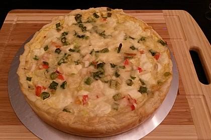 Blätterteig-Quiche mit Feta, Käse, Schinken, Champignons und Camembert 1