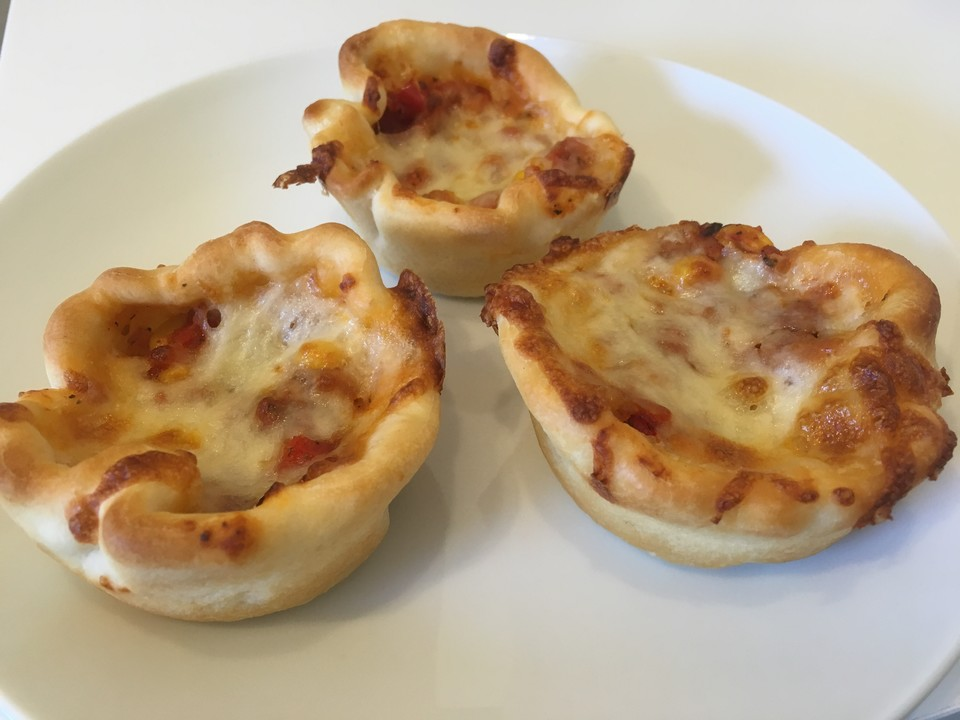 mini pizza im muffin format rezept mit bild von samanthacarter. Black Bedroom Furniture Sets. Home Design Ideas