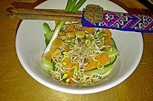 Thai-Nudelsalat mit Erdnüssen und Kokos-Limetten Dressing