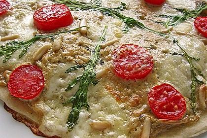 Flammkuchen mit Rucola, Pesto, Cherrytomaten und Mozzarella 8