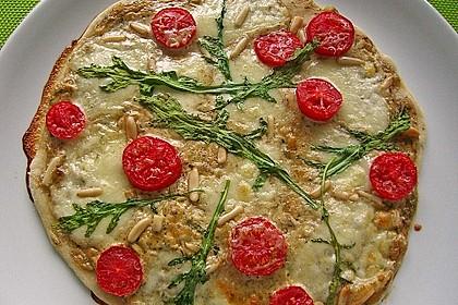 Flammkuchen mit Rucola, Pesto, Cherrytomaten und Mozzarella 9