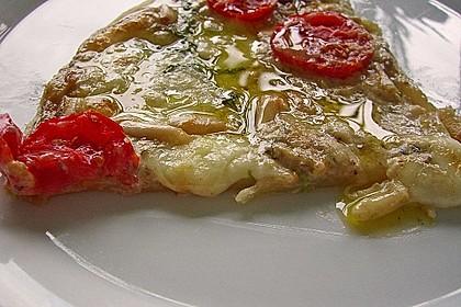Flammkuchen mit Rucola, Pesto, Cherrytomaten und Mozzarella 15