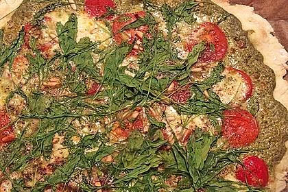Flammkuchen mit Rucola, Pesto, Cherrytomaten und Mozzarella 22