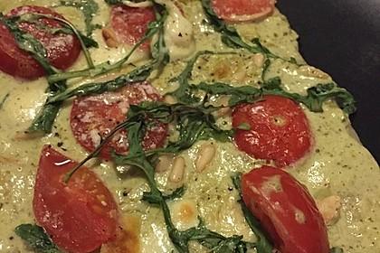 Flammkuchen mit Rucola, Pesto, Cherrytomaten und Mozzarella 12