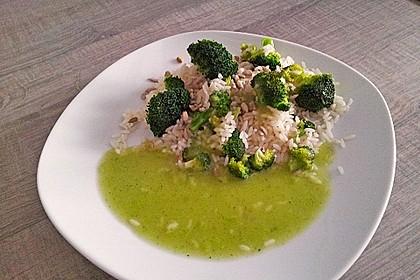 Brokkoli, angebraten mit Reis und Sonnenblumenkernen