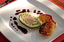 Schweinefilet im Zucchinimantel mit grünem Spargel und getrüffeltem Kartoffelpüree