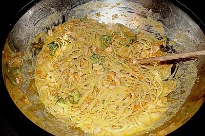 Lachs mit Tagliatelle und Gemüse aus dem Wok 1