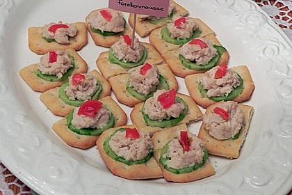 Cracker mit Räucherforellen - Mousse 21