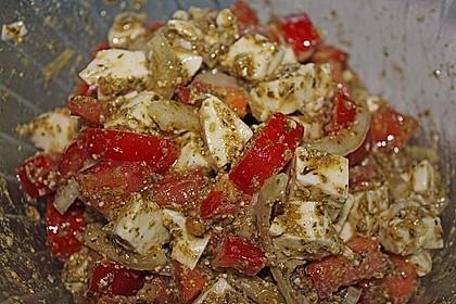 Mozzarella - Tomaten Salat mit Pesto 7