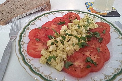 Mozzarella - Tomaten Salat mit Pesto 4