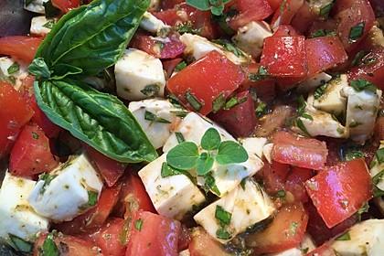 Mozzarella - Tomaten Salat mit Pesto 5