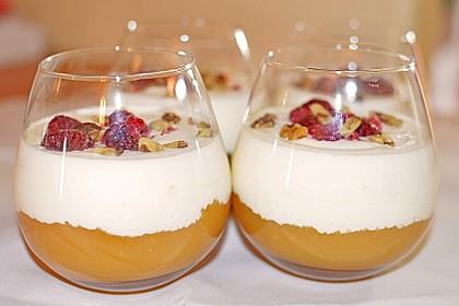 Leichtes Schichtdessert mit Apfelmus und Joghurt 7