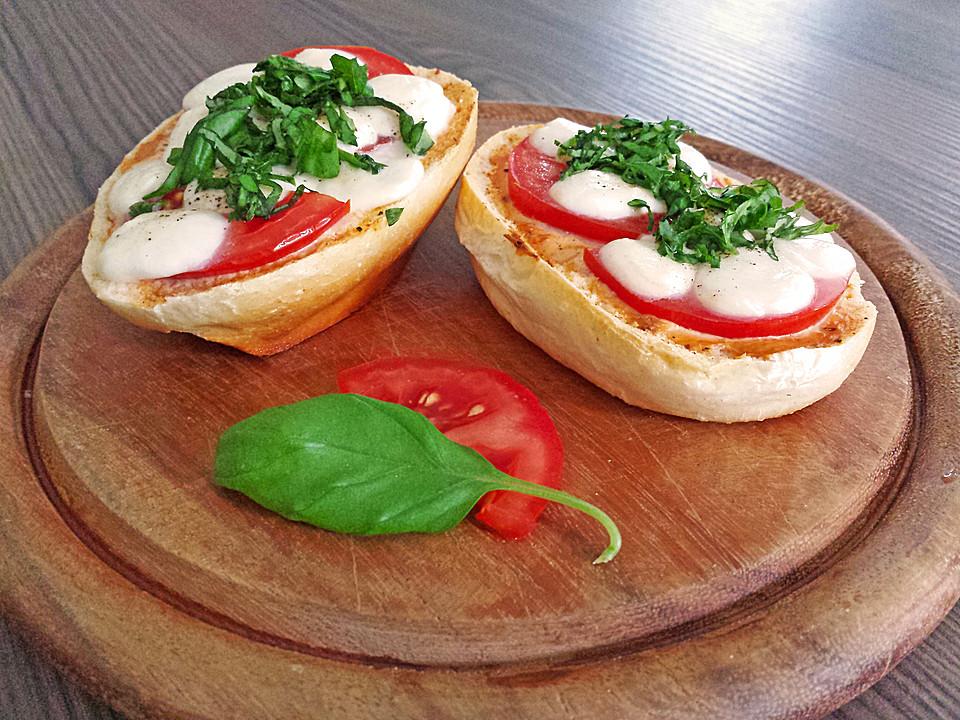 tomate mozzarella br tchen rezept mit bild von dennishorstick. Black Bedroom Furniture Sets. Home Design Ideas