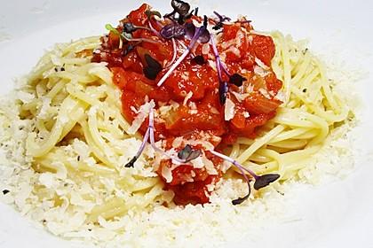 Spaghetti mit Sardellen und Tomaten 9