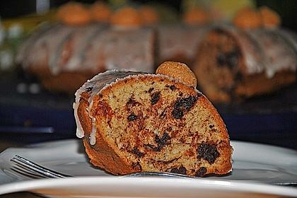 Kleiner Eiweiß-Gugelhupf mit Schokolade und Amarettini 12