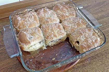 Rohrnudeln mit Pflaumenmus-Quark-Füllung und Butter-Zuckerkruste