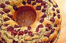 Mohn-Marmorkuchen mit Kirschen