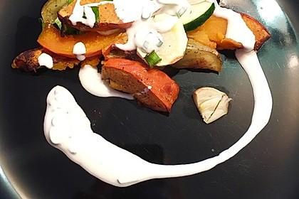 Ofengemüse mit Kürbis und Knoblauch-Paprika-Dip
