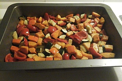 Ofengemüse mit Kürbis und Knoblauch-Paprika-Dip 3