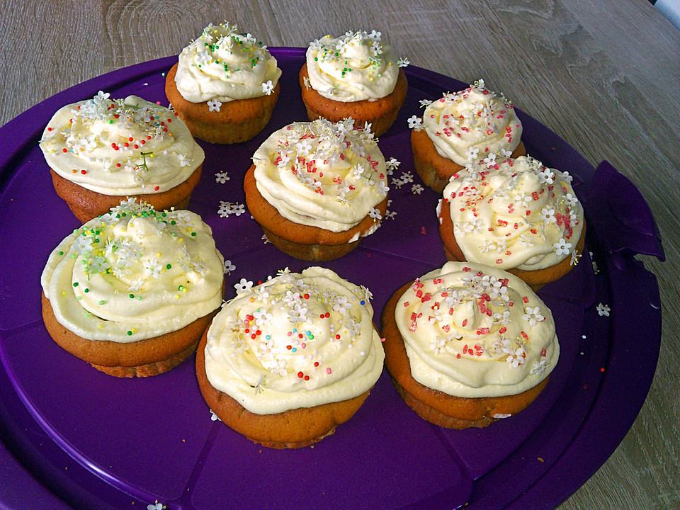 cupcakes mit holunderbl ten von liiebschn. Black Bedroom Furniture Sets. Home Design Ideas