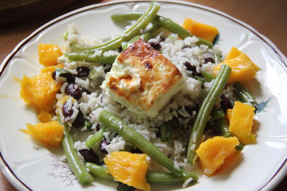 ayurvedischer lauwarmer reis bohnen salat mit gebackenem k se von ayurveda koch. Black Bedroom Furniture Sets. Home Design Ideas
