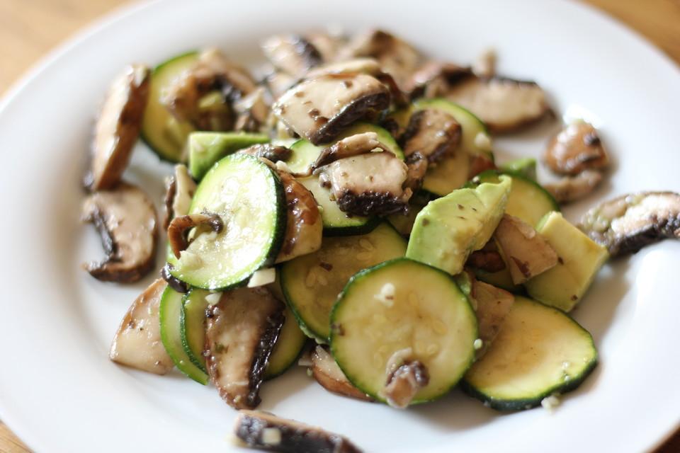 geknofelter zucchini champignon salat rezept mit bild. Black Bedroom Furniture Sets. Home Design Ideas