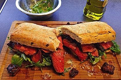 Steak und Rucola auf Ciabatta