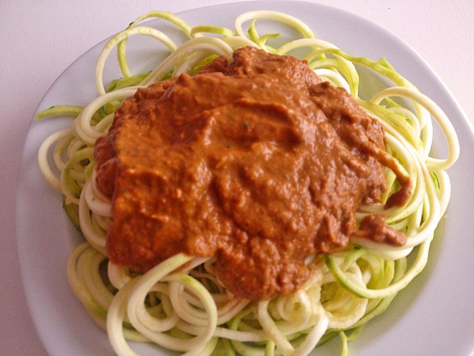 rohkost zucchini spaghetti mit rotem pesto von binis. Black Bedroom Furniture Sets. Home Design Ideas