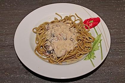 Grüne Bandnudeln mit frischen Champignons in einer Parmesan-Sahnesoße 5