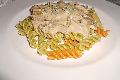 Grüne Bandnudeln mit frischen Champignons in einer Parmesan-Sahnesoße 4