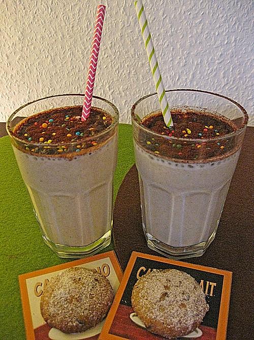 bananen marzipan milchshake mit zimt und kakao haube rezept mit bild. Black Bedroom Furniture Sets. Home Design Ideas