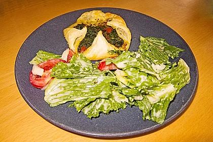 Gefüllte Blätterteig-Taschen mit Tomaten und Spinat 9