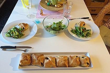 Gefüllte Blätterteig-Taschen mit Tomaten und Spinat 5
