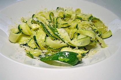 """Zucchini-Nudeln """"aglio e olio"""""""