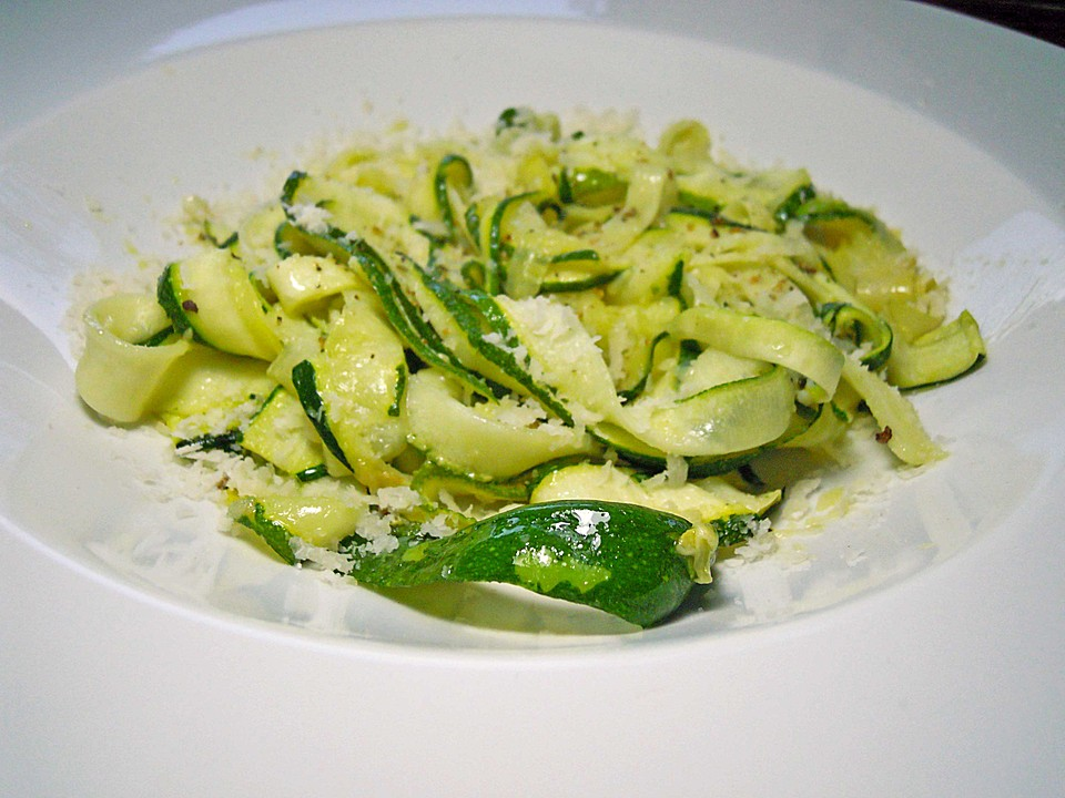 zucchini nudeln aglio e olio rezept mit bild von. Black Bedroom Furniture Sets. Home Design Ideas