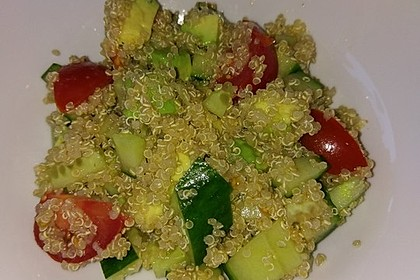 Quinoa Powersalat mit Tomaten und Avocado 22