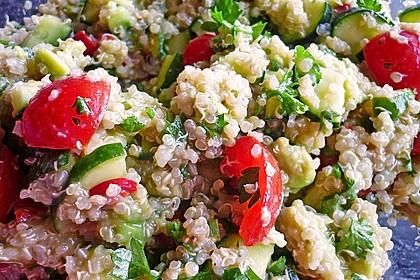 Quinoa Powersalat mit Tomaten und Avocado 15