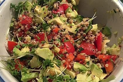 Quinoa Powersalat mit Tomaten und Avocado 5