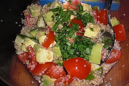 Quinoa Powersalat mit Tomaten und Avocado 21
