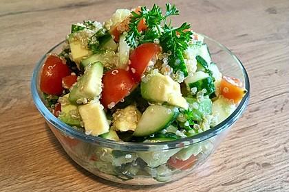 Quinoa Powersalat mit Tomaten und Avocado 9