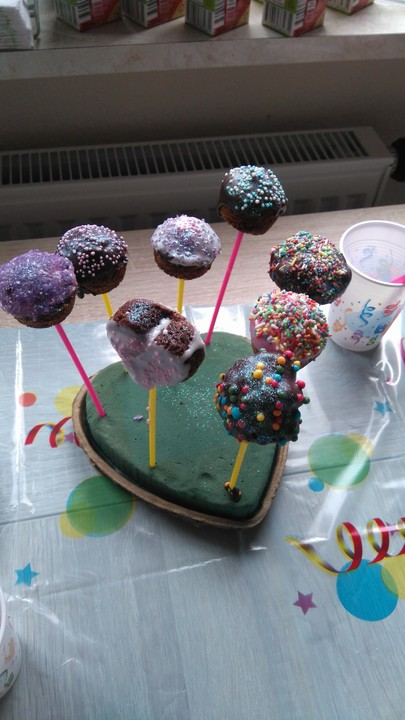 cake pops aus dem cake pop maker rezept mit bild. Black Bedroom Furniture Sets. Home Design Ideas
